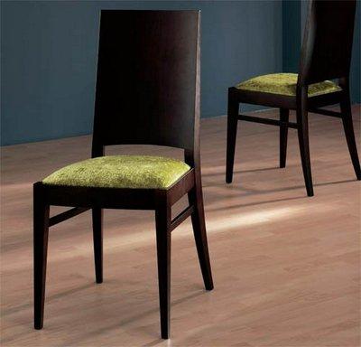 Sillas respaldo madera modernas for Modelos de sillas de madera modernas